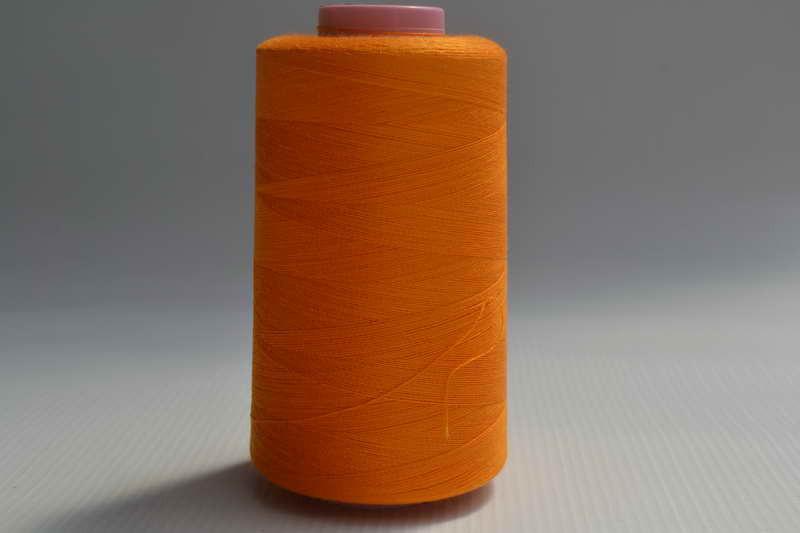 Швейные нитки разных цветов 789