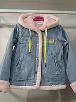 Женская Куртка-джинсовка с меховым капюшоном