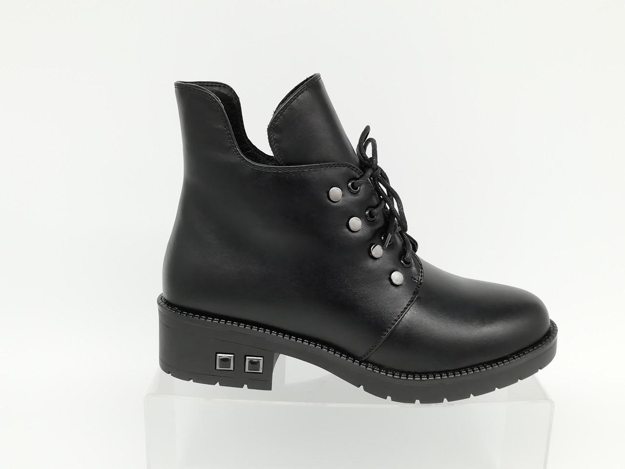 Ботиночки  на низком каблуке. Маленькие размеры ( 33 - 35 ).