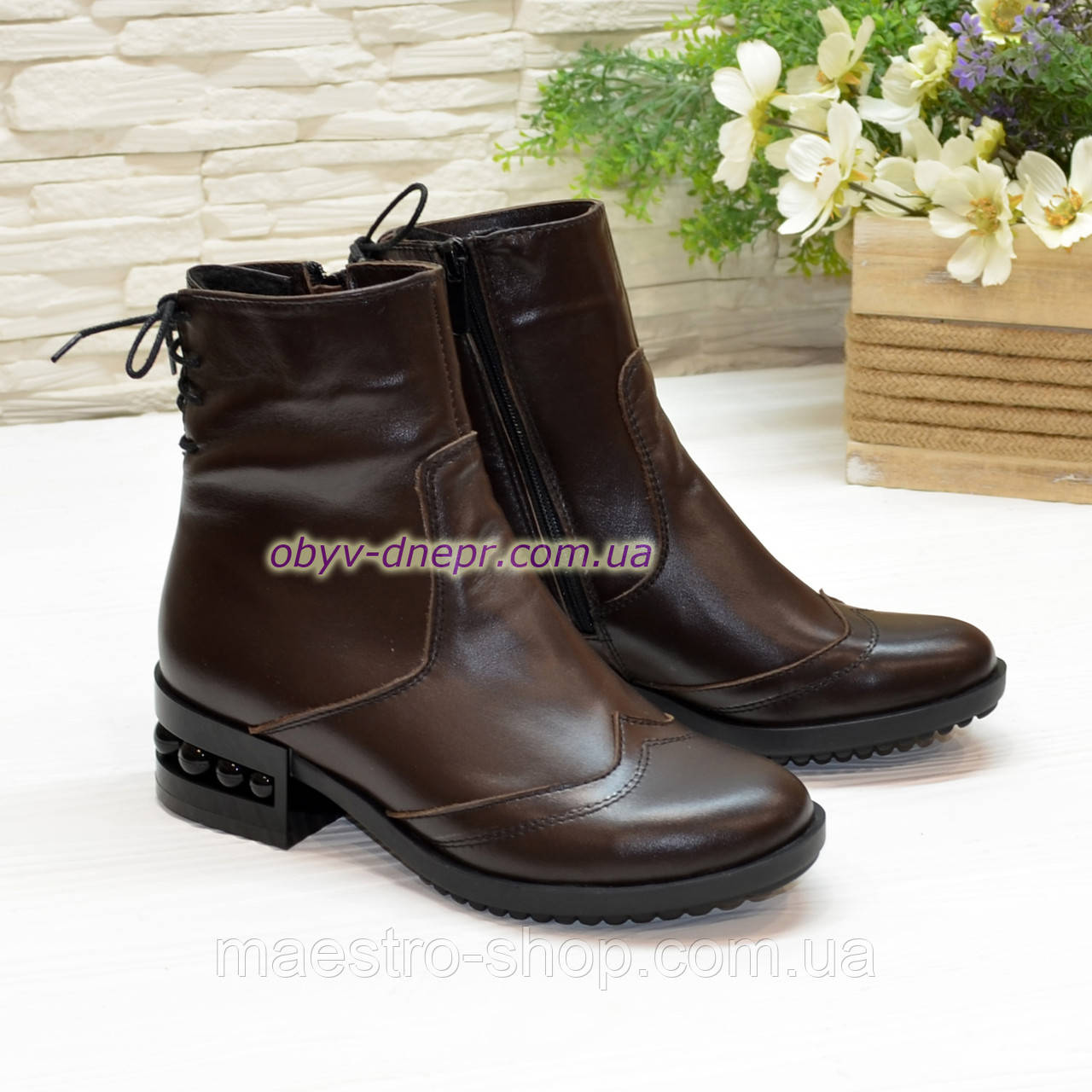 Ботинки женские кожаные демисезонные на маленьком каблуке, сзади на шнурках
