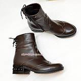 Ботинки женские кожаные демисезонные на маленьком каблуке, сзади на шнурках, фото 4