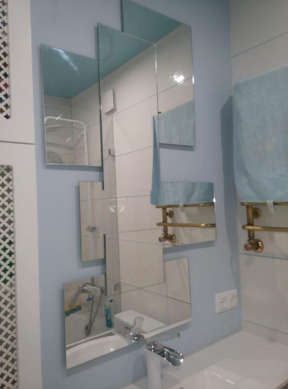 Зеркало  в ванную абстракционной формы
