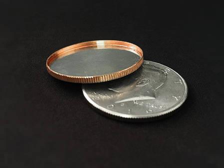 Реквізит для фокусів | Magnetic Expanded Shell (Half Dollar), фото 2