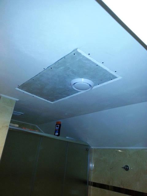 Регулировочный клапан забора влажного воздуха из санузла.