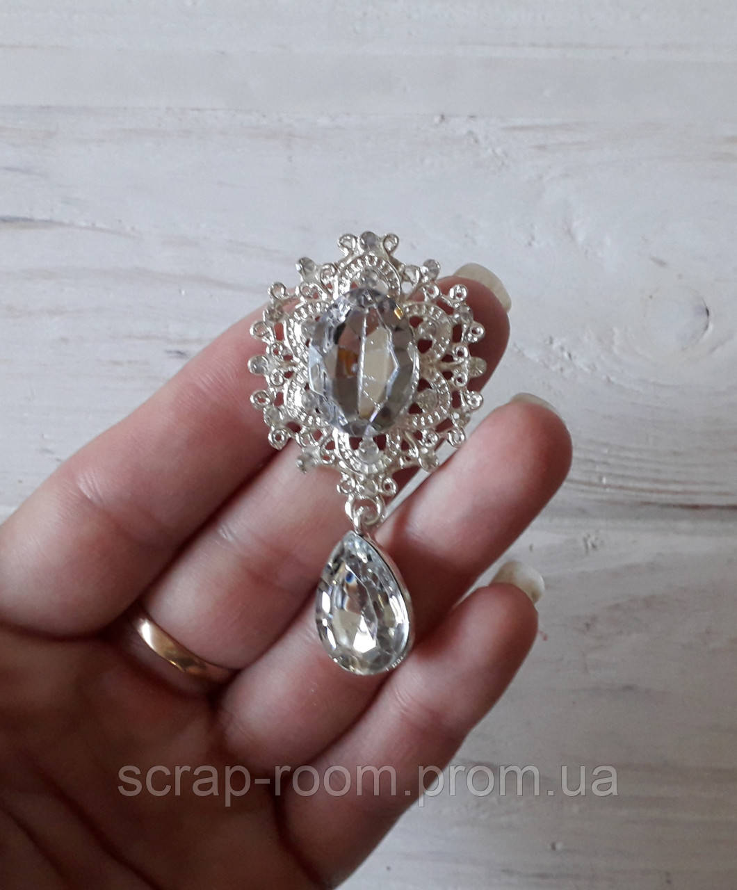 Брошь со стразами, брошь серебро с камнем, брошь с подвеской, брошь свадебная, размер 29*57 мм, цена за шт