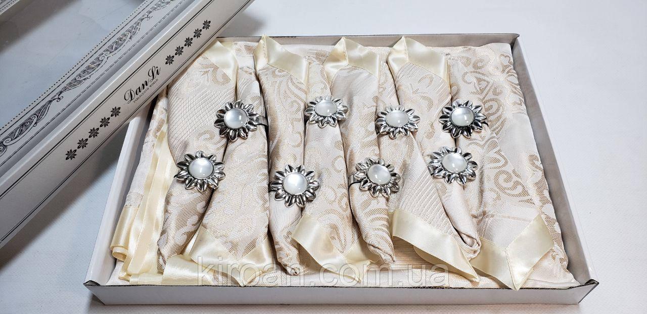 Святкова скатертина з атласною стрічкою по краю + 8 серветок з власниками в подарунковій коробці 150х220см
