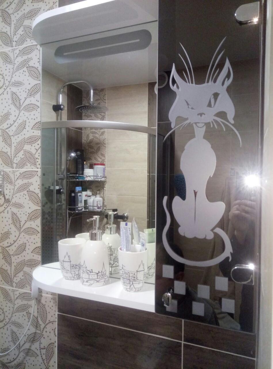 """Шкаф-зеркало (60*70*14см) с LED подсветкой """"Кот"""" дверь с права"""
