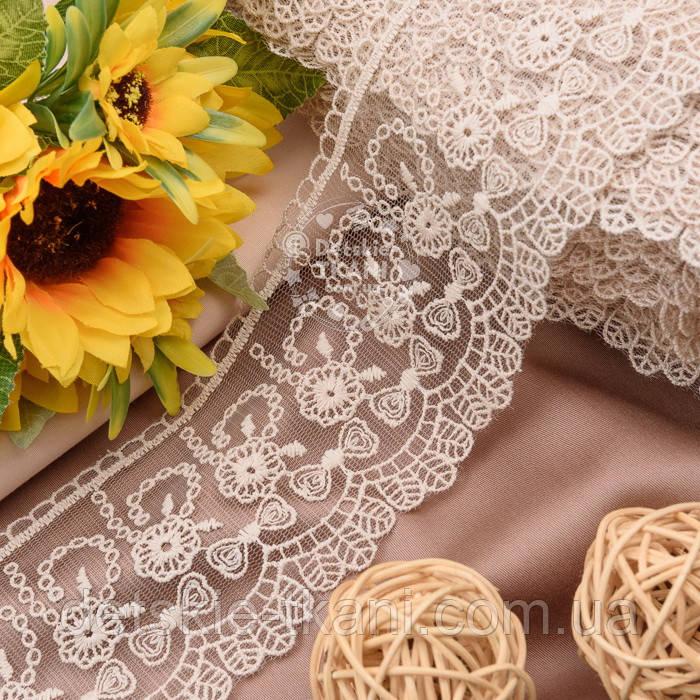 Кружево с цветочками и бантиками цвета капучино, ширина 8 см.