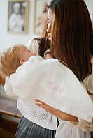 В'язаний плед з рожевою вишивкою для новородженого на виписку з пологового будинку і хрестини
