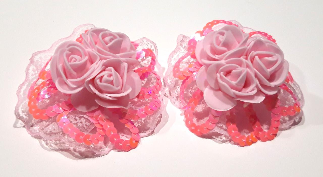 Банты на резинке, три розы и пайетки, розовые. д 7,5 см