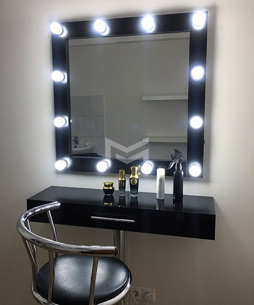 Раздельное место визажиста Kylie в черном цвете