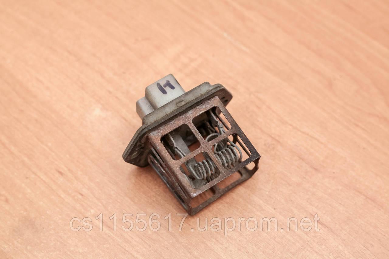 Резистор вентилятора печки 2715013E60 Nissan Maxima 1985-1988