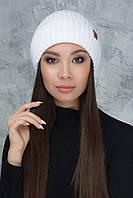 Белая вязаная шапочка Шейла