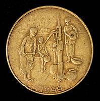 Монета Западной Африки 10 франков 1999 г.Золотая гиря народа ашанти, служившая для взвешивания золотого песка