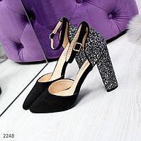 Черные замшевые туфли с декорированным каблуком