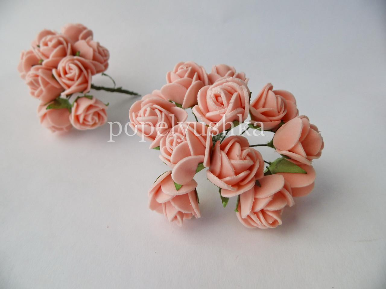Троянди латексові блідо-персикові 2 см