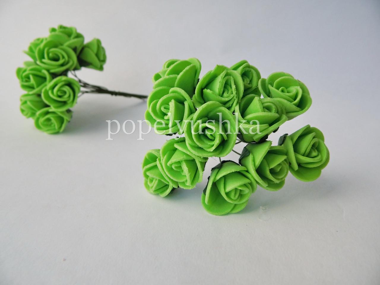 Троянди латексові салат