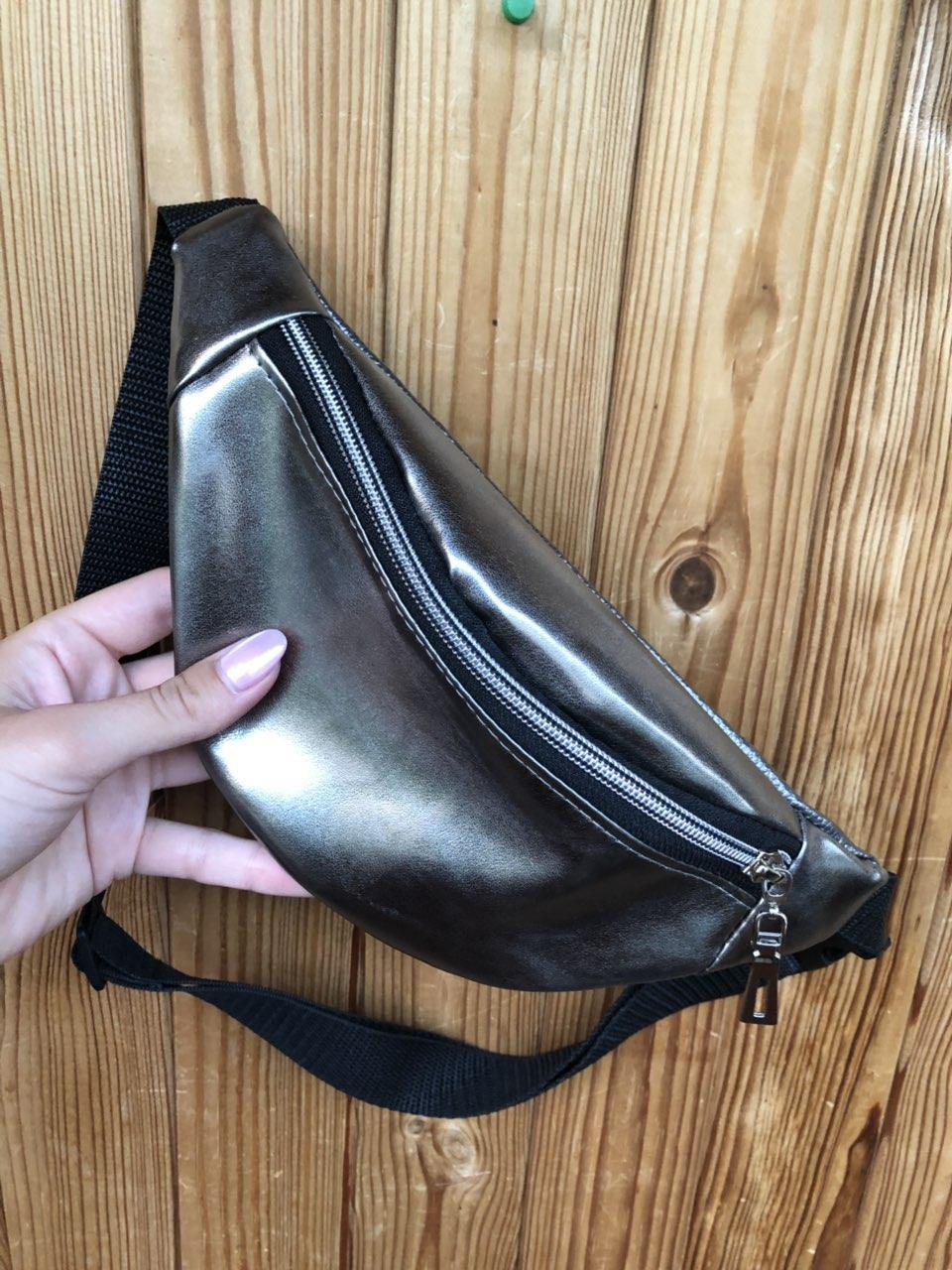 Поясная сумка серебристая , 2 отделения (Бананка), из пресс кожи, банан, трендовая сумка