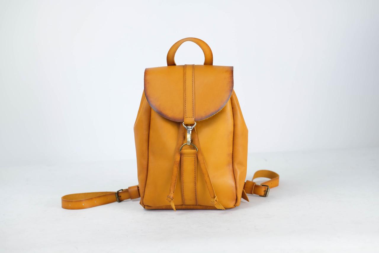 Рюкзак на затяжках с карабином, размер мини Кожа Итальянский краст цвет Янтарь