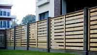 Деревянный забор с металлическими столбцами LNK