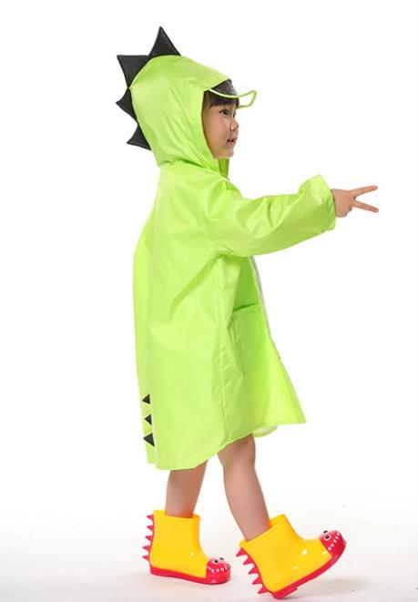 "Дитячий плащ-дощовик SUNROZ з капюшоном на кнопках ""Дракончик"" S Зелений (SUN5260)"