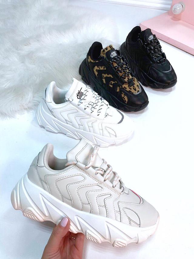 Кроссовки на высокой рифленой подошве белые