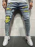Синие мужские джинсы светлые зауженные рванные молодежные хайповые с жёлтыми вставками имитация дырок 33,36