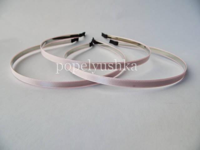Обруч металевий з атласом 0,6 см світло-рожевий