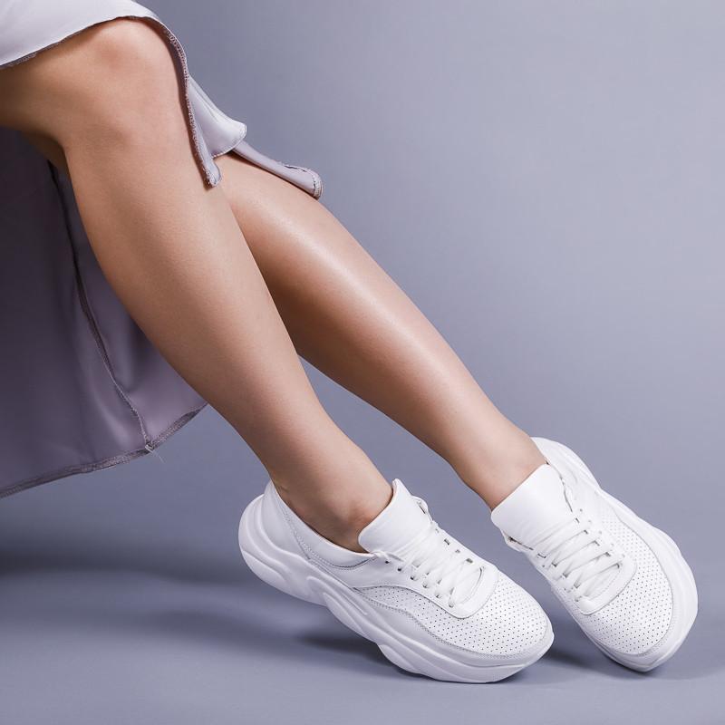 Женские модные кроссовки из натуральной кожи белого цвета . Размер 36-40.