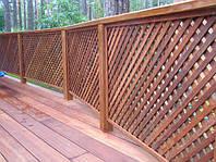 Деревянное ограждение с решетками для сада LNK