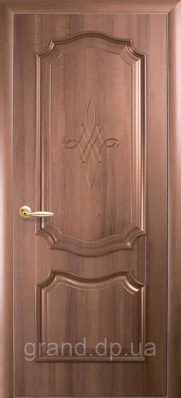 Двери межкомнатные Новый стиль Рока ПВХ Deluxe глухая с гравировкой, цвет золотая ольха