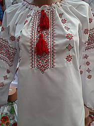 Женская вышиванка с интересным орнаментом