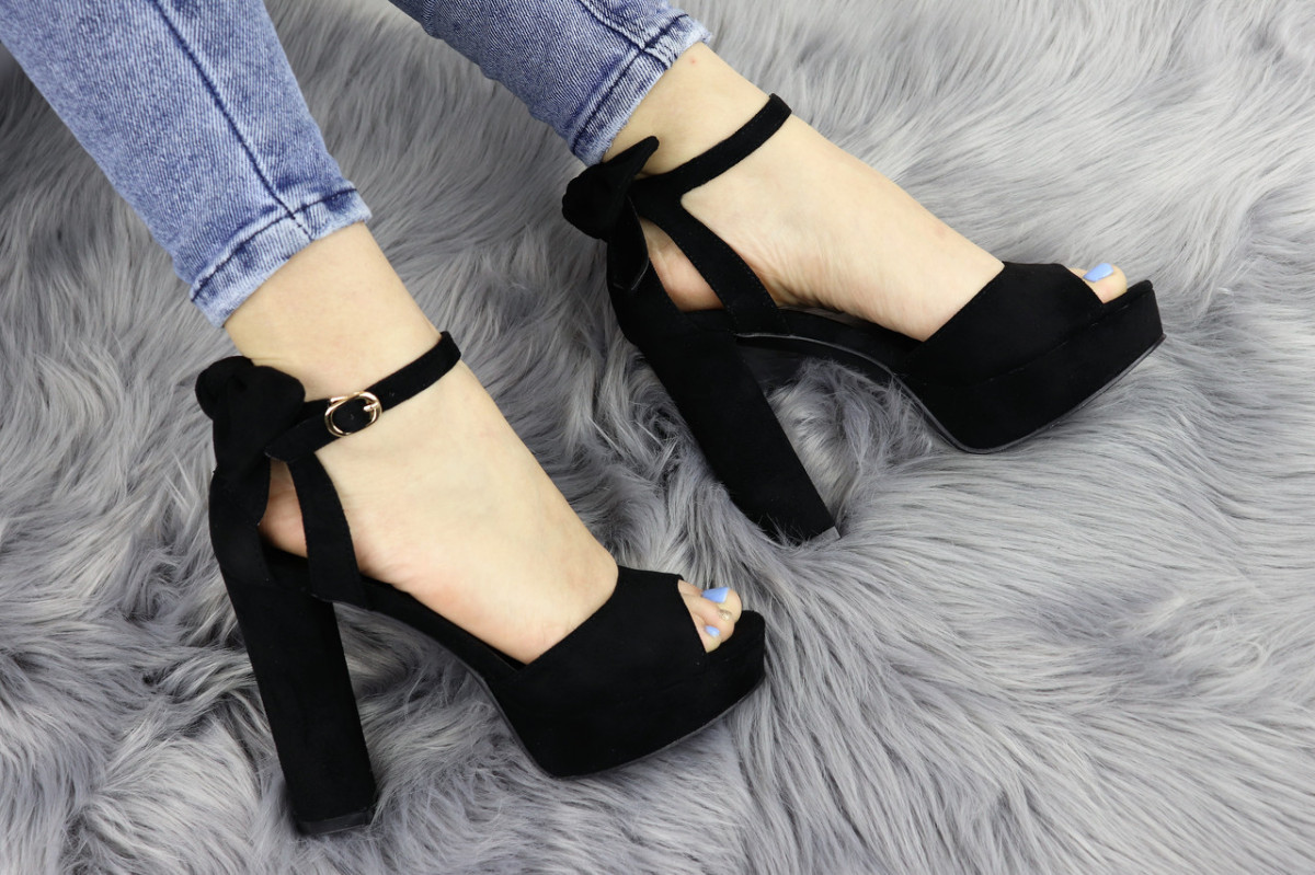 Женские стильные черные босоножки Liam на каблуке 1174