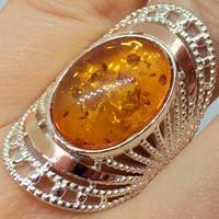 Серебряное кольцо родированное с золотыми накладками с янтарем желтым ПН-060