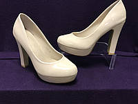 Туфли лаковые бежевые женские