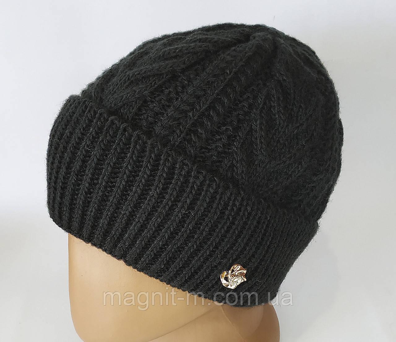 Женская теплая шапка с отворотом. Узор коса. Флисовая подкладка. Черная.