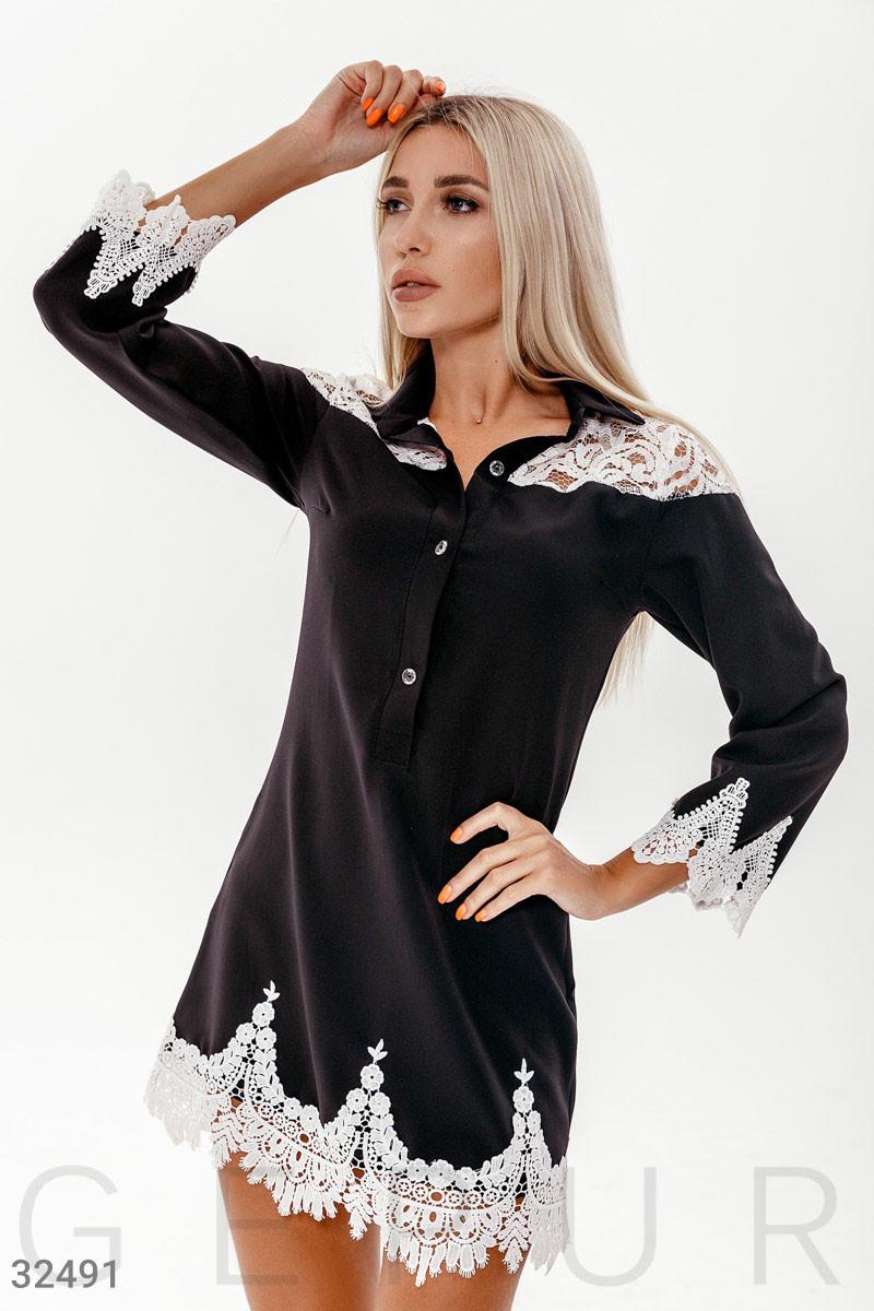 Короткое платье с кружевными вставками черное