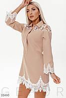 Короткое платье с кружевными вставками бежевое