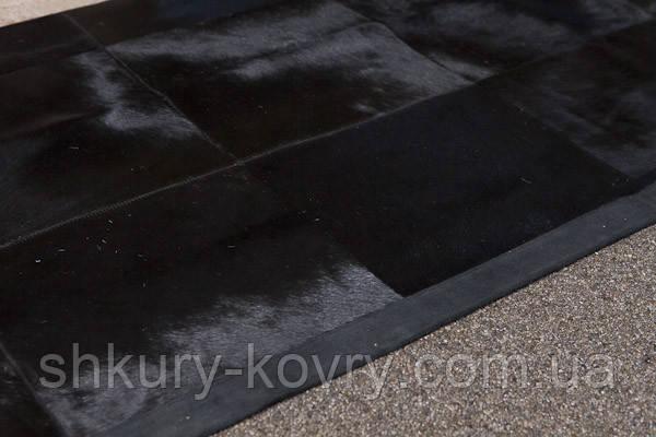 Однотонний чорний килим з шкури корів з шкіряним або замшевою кантом