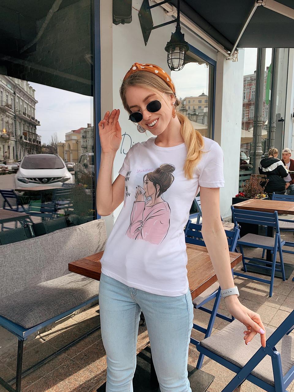 Белая женская футболка из хлопка с рисунком tez2217200