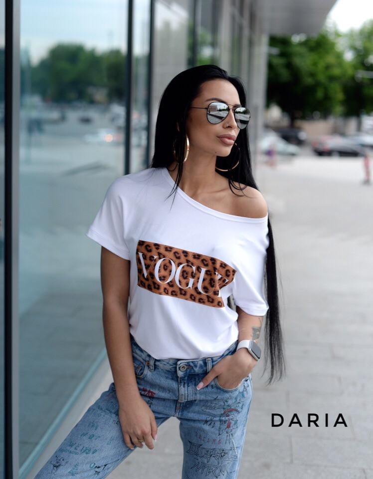 Женская футболка хулиганка со спадающим плечом tez5517237