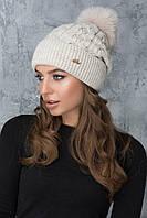 Женская шапочка с помпоном Эвелина светло-бежевая