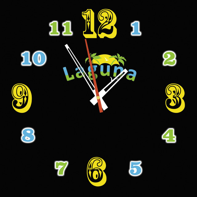 Фото настенных часов с логотипом Лагуна
