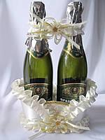 Корзинка Кремовая под свадебное шампанское