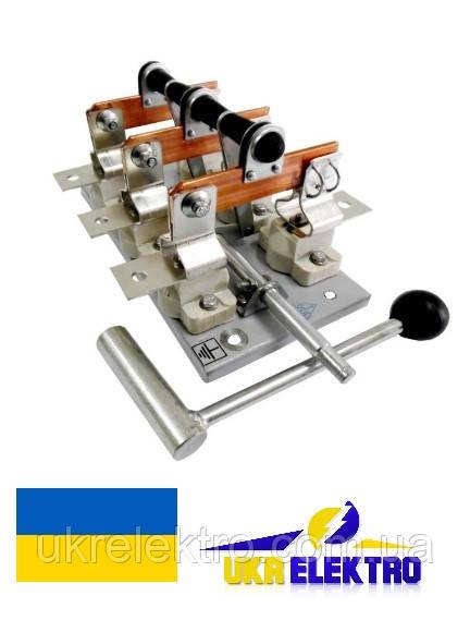 Разъединитель РЕ19-31-311500 100А трехполюсный переднего присоединения с боковой смещенной рукояткой.