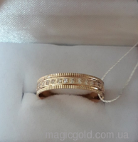 Золотое обручальное кольцо с фианитами.