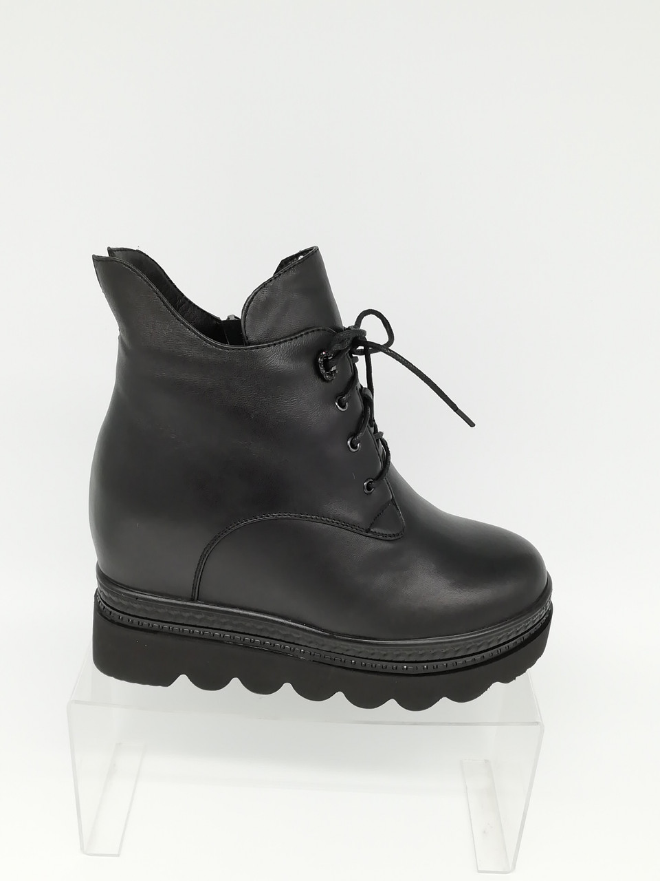 Зимние ботиночки на толстой подошве. Erisses. Маленькие (33 - 35) размеры.