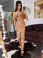 Коричневое платье-футляр с оборками и открытыми плечами, фото 1