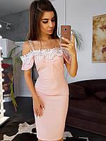 Платье декорированное кружевом в мелкий горошек