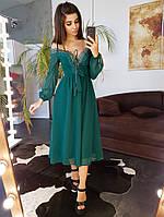 Зеленое платье  декорированное кружевом  на груди